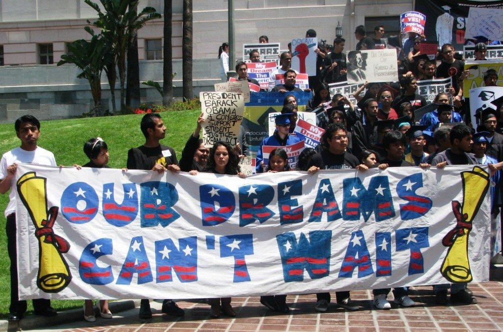 dream-act-mock-graduation-06.23.09-LA-ci