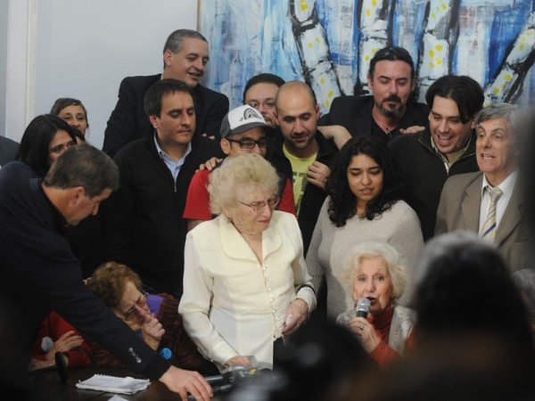 Yesterday's press conference with Estela de Carlotto. (Via www.abuelas.org)