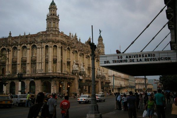 Outside a theater in Havana, Cuba (Thomassin Mickaël/Flickr)
