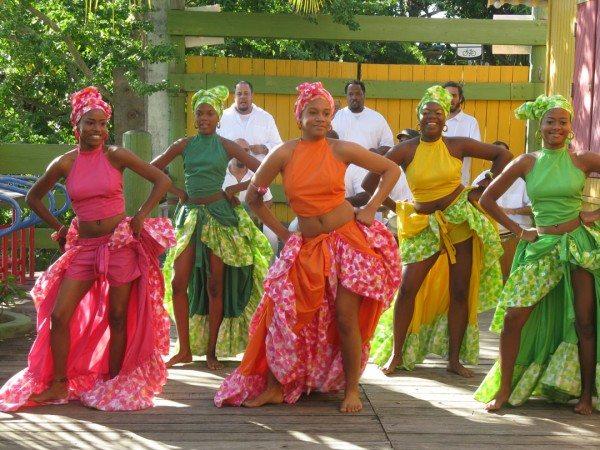 Afro-Puerto Rican women in bomba dance wear (Spreadofknowledge)