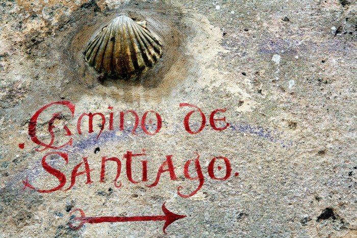 Signage along the Camino de Santiago in Laredo (Manuel/Flickr)