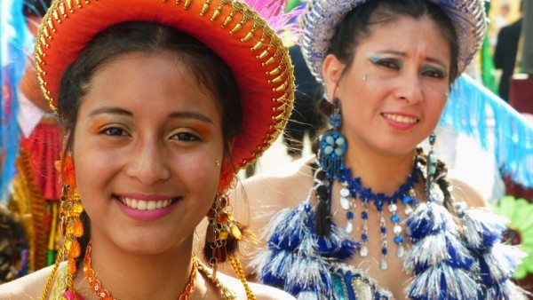 Latinas from the Altiplano (Eddy Van 3000/Flickr)