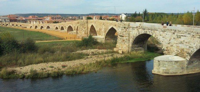 The bridge of El Paso Honroso entering Hospital de Órbigo