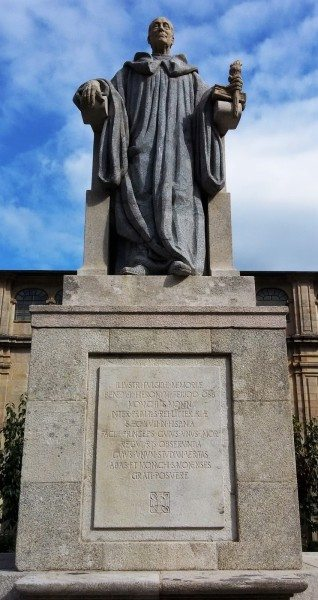 Statue honoring Feijóo in the main courtyard of the abbey.