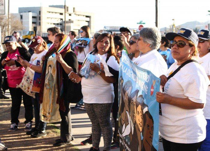 A delegation stands outside the Centro de Trabajadores Agrícolas Fronterizos. (Maria Esquinca)