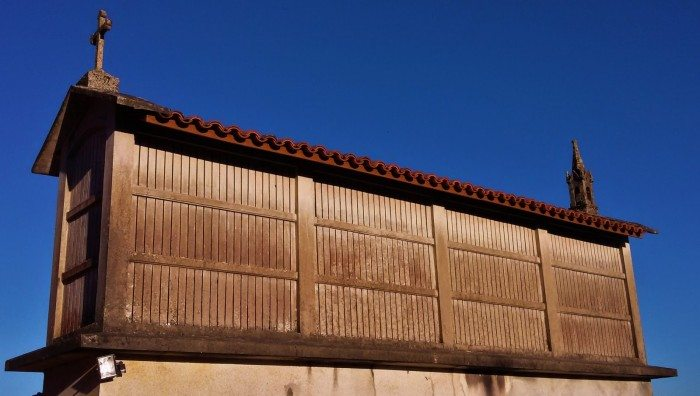 An hórreo: a Galician shed for storing grain, in which the novel's final scene takes place.